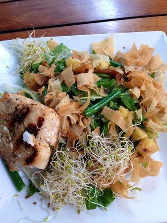 Ocean Grill: Yummy salads (Mahi Mahi salad)