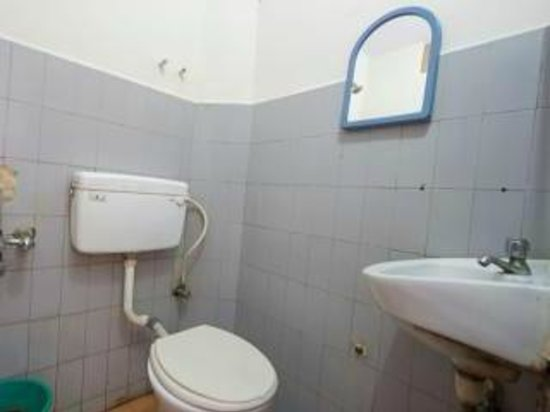 Hotel Ammu Palace - Budget Hotel: Toilet and Bath