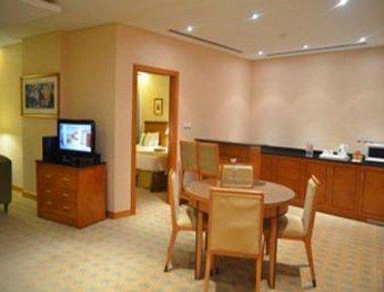 Ramada Gulf: Suite