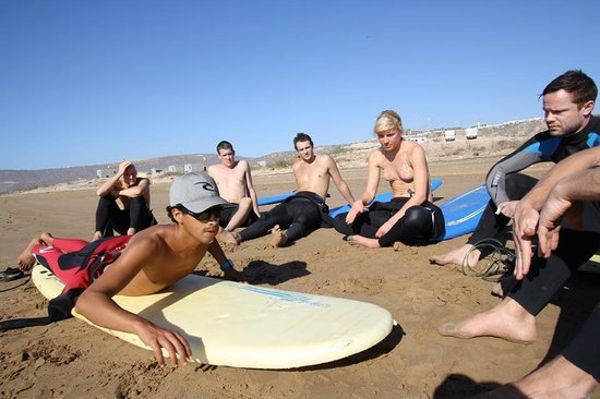 Cli Surf House Morocco: surf lessons