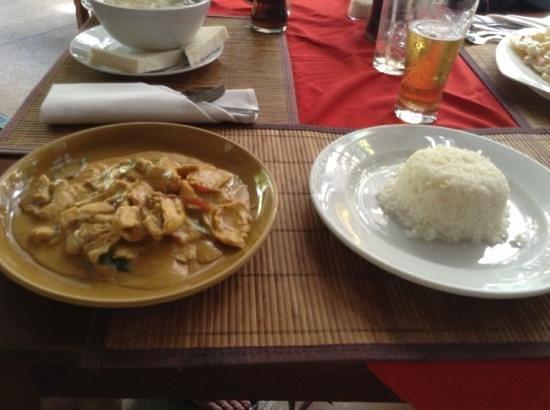 Tropica Restaurant & Beer Garden: кари с курицей