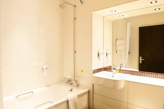 Premier Inn London Romford West Hotel: Bathroom