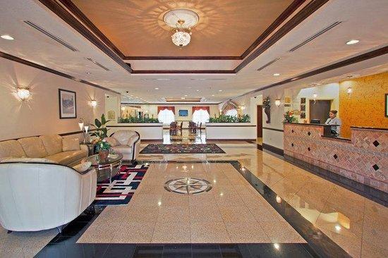 La Quinta Inn & Suites Tampa Central: Lobby view
