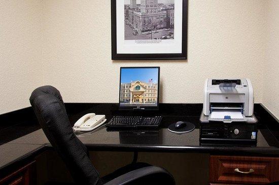 La Quinta Inn & Suites Tampa Central: Business center