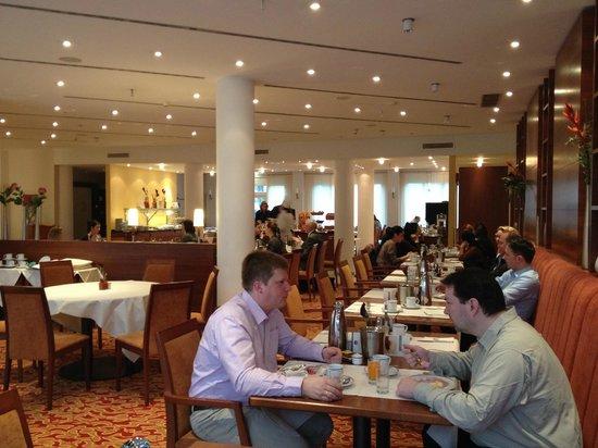 BEST WESTERN PREMIER IB Hotel Friedberger Warte: The breakfast room