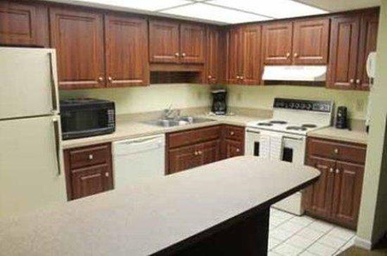 Imperial Lakes: Kitchen