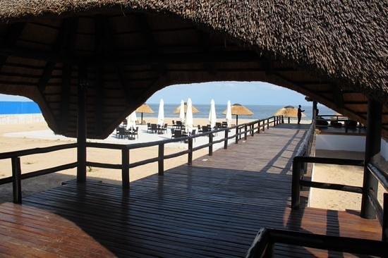 Hotel Restinga : a entrada para o bar e restaurante da praia