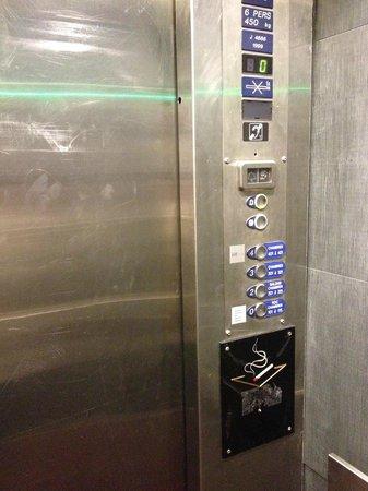 Mercure Annemasse Porte de Geneve: Elevator