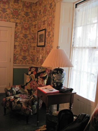 Mary Prentiss Inn: Room 1 with original 19th century shutters added charm