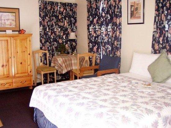 Mallard House: 1 Queen 1 Twin Room with kitchen