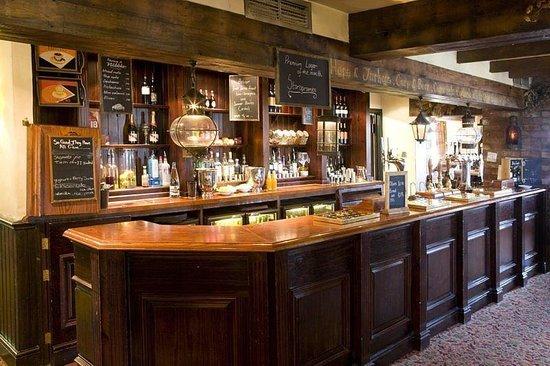 Premier Inn Waltham Abbey Hotel: Bar