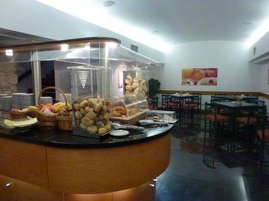 Quality Inn Porto: Petit déjeuner