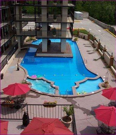Americana Inn & Suites : Pool