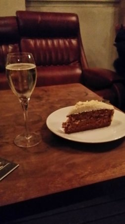 Konrad Cafe & Bar: Luxembourg wine and special carrot cake