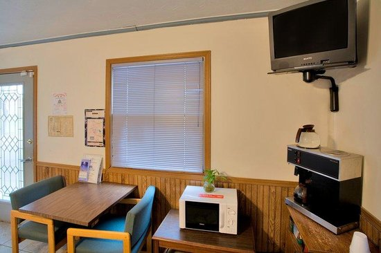 Americas Best Value Inn Murphysboro / Carbondale: Breakfast Area