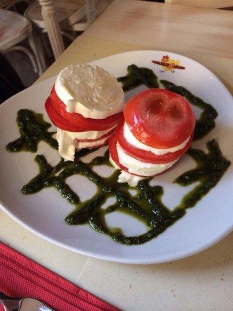 Omelette & Baguette : Insalata pomodoro bufala e salsa al basilico