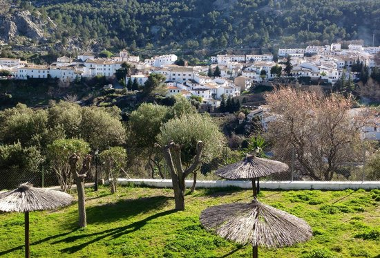 Hotel Villa de Grazalema: Beautiful views of the Pueblo that change with the light!