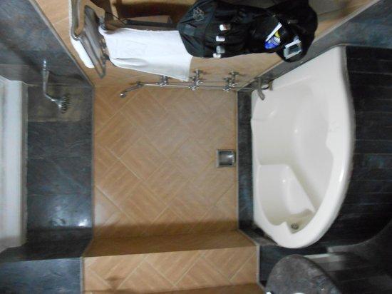 Hotel SunStar Grand: Große Badewanne