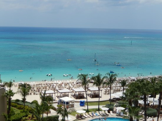 The Ritz-Carlton, Grand Cayman: Crystal Clear Water