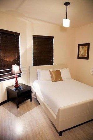 Tradewinds Apartment Hotel : Guest room