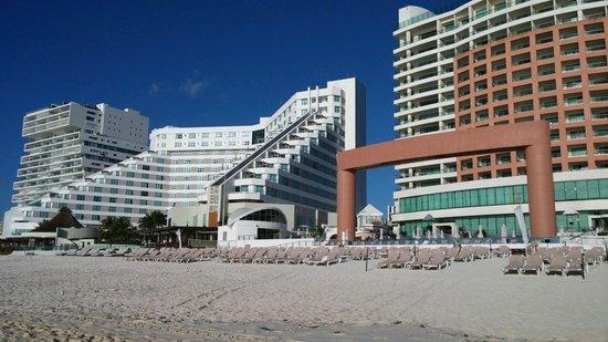 ME Cancun: nice  place
