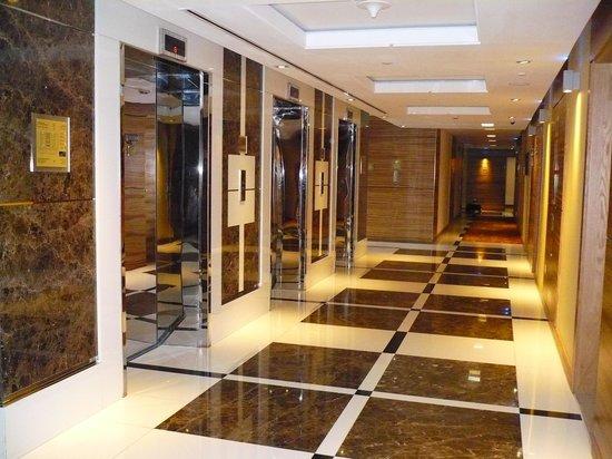 Four Points by Sheraton Downtown Dubai: The Corridor