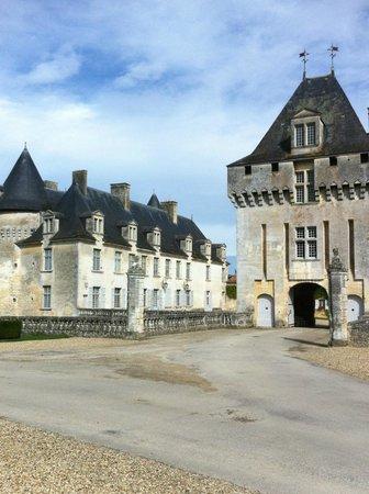 Château de La Roche-Courbon : Entrée chateau