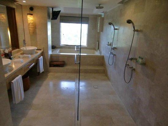Grand Hyatt Bali: Spacious Bathroom