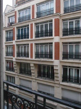 Mercure Paris Opera Faubourg Montmartre : Vue sur la rue