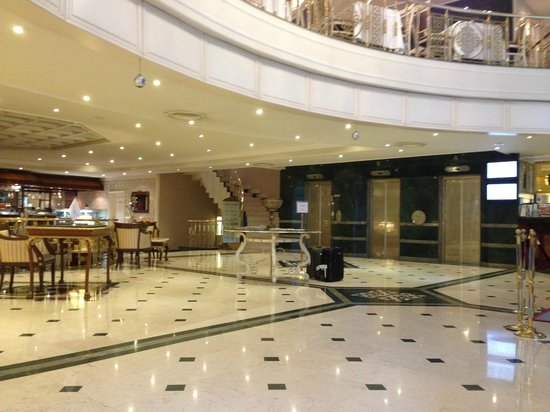 Elite World Prestige Hotel: Lobby