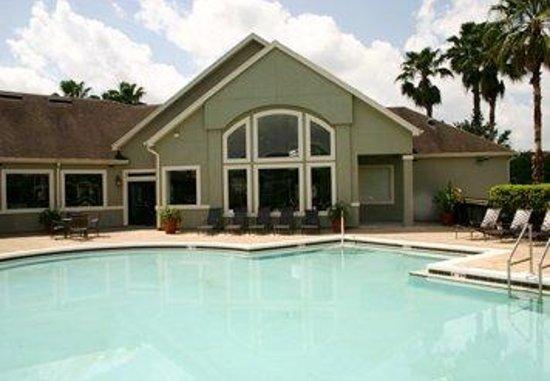Oakwood at Camden Lee Vista: Pool