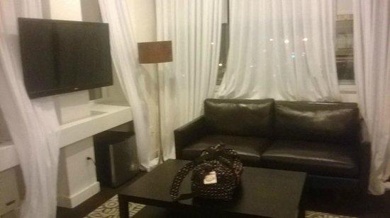 NU Hotel : Living Area