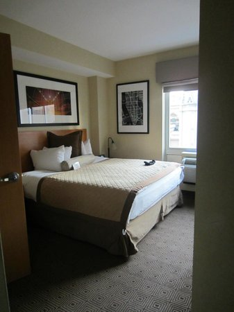 Hotel Henri, A Wyndham Hotel: The room from the door