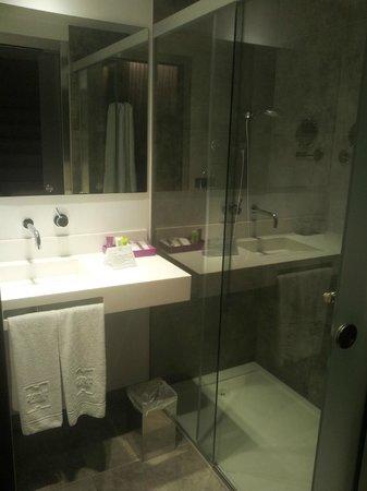 Hotel Zenit Vigo: Baño de la habitación