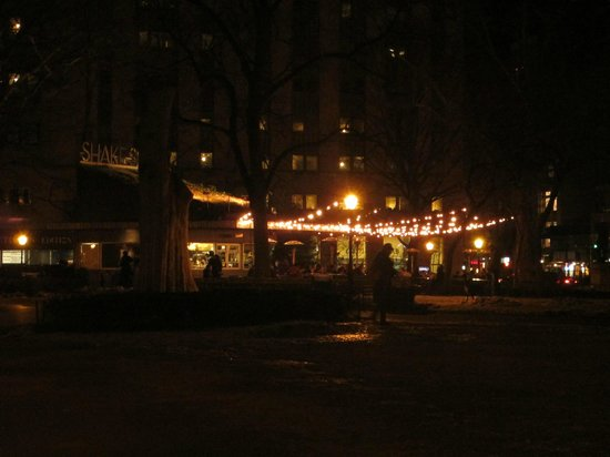 Hotel Henri, A Wyndham Hotel: Have the best NYC burger at the end of the street (Shake shack)