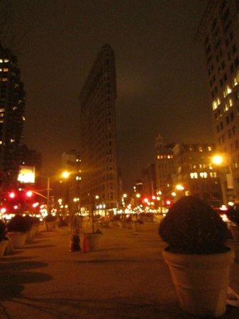 Wyndham Garden Manhattan Chelsea West : The Flatirion building at the end of the street