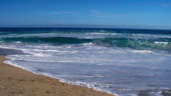 Sanctuary Beach Resort: Sunny ocean view