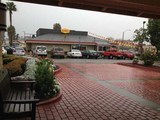 La Quinta Inn San Diego Chula Vista: Denny's across the lot