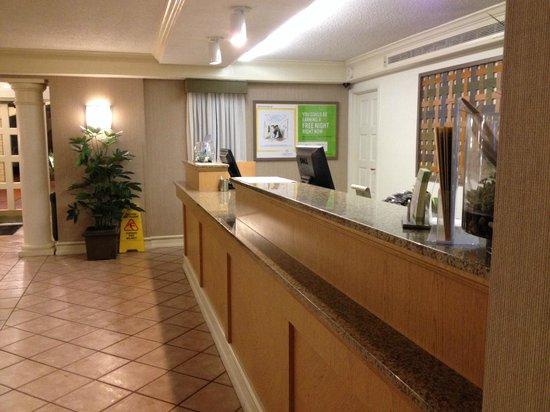 La Quinta Inn San Diego Chula Vista: Front Desk