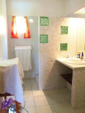 Ti'Village Créole : salle de bains