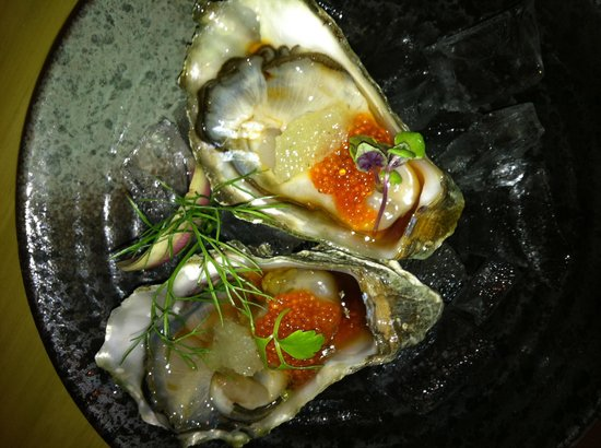 Tona : Oysters for an appetizer
