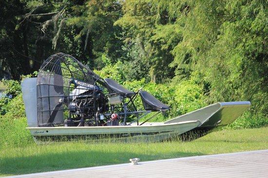 Atchafalaya Basin Landing & Marina- Swamp Tours: speed boat utilisé