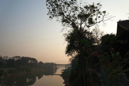 Thongbay Guesthouse: Sunrise
