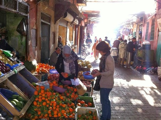 Riad Dar Attajmil: Shopping for the cooking class