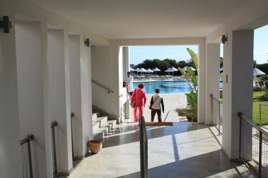 Iberostar Diar El Andalous: Walkway to the pool
