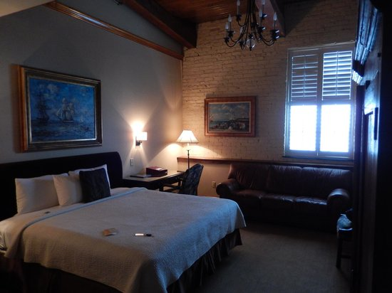 Ansonborough Inn: Spacious Room