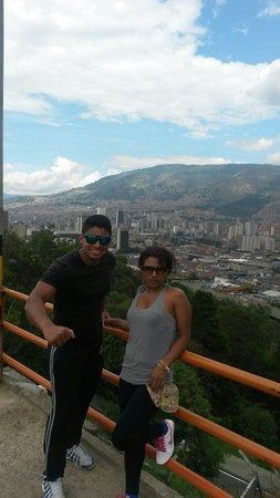 Cerro Nutibara: La subi trotando por las escaleras y casi llego ahogado jajaja es muy bonito vallan alla...