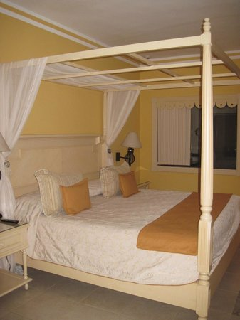 Luxury Bahia Principe Esmeralda Don Pablo Collection : Our room - king size bed