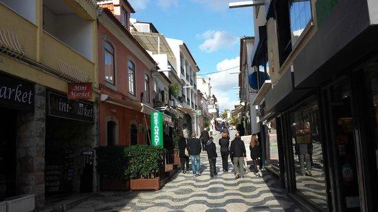 Cascais : Walking down a street