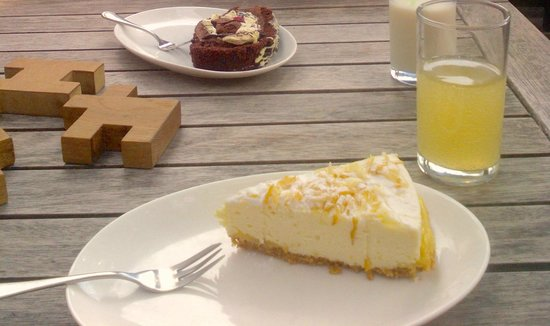 Jaspers Tea Rooms: excellent puddings and cakes